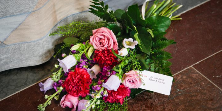 Blommor och annat vid begravning